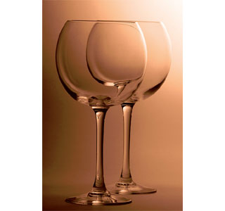When choosing wine glasses, pay attention to the bowl of the glass.  (Photo: Flickr user, francescobasile)