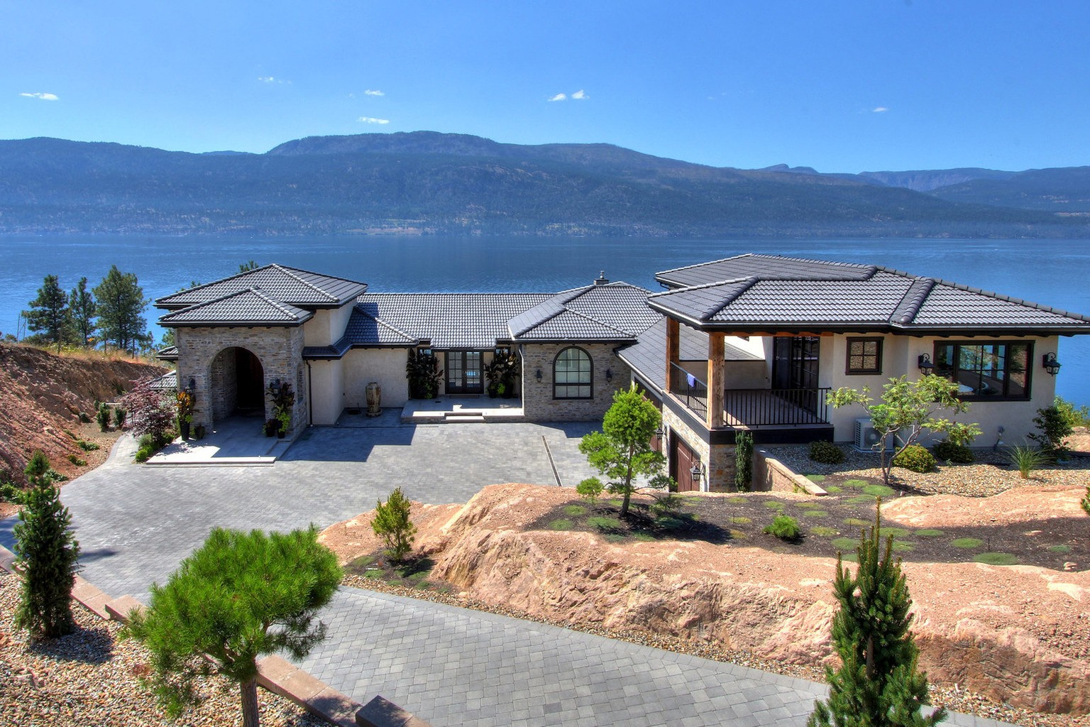 Luxury Homes: Luxury Waterfront Home