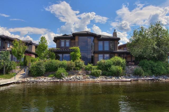 Luxurious Lakeside Retreat Luxury Homes Castanet Net