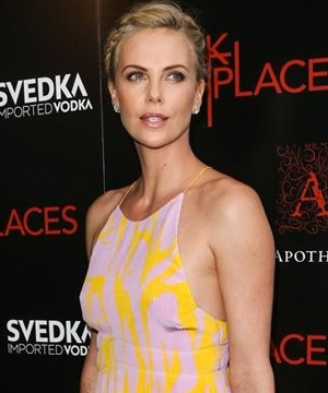 Charlize Theron is in talks to star in 'Fast 8'.
