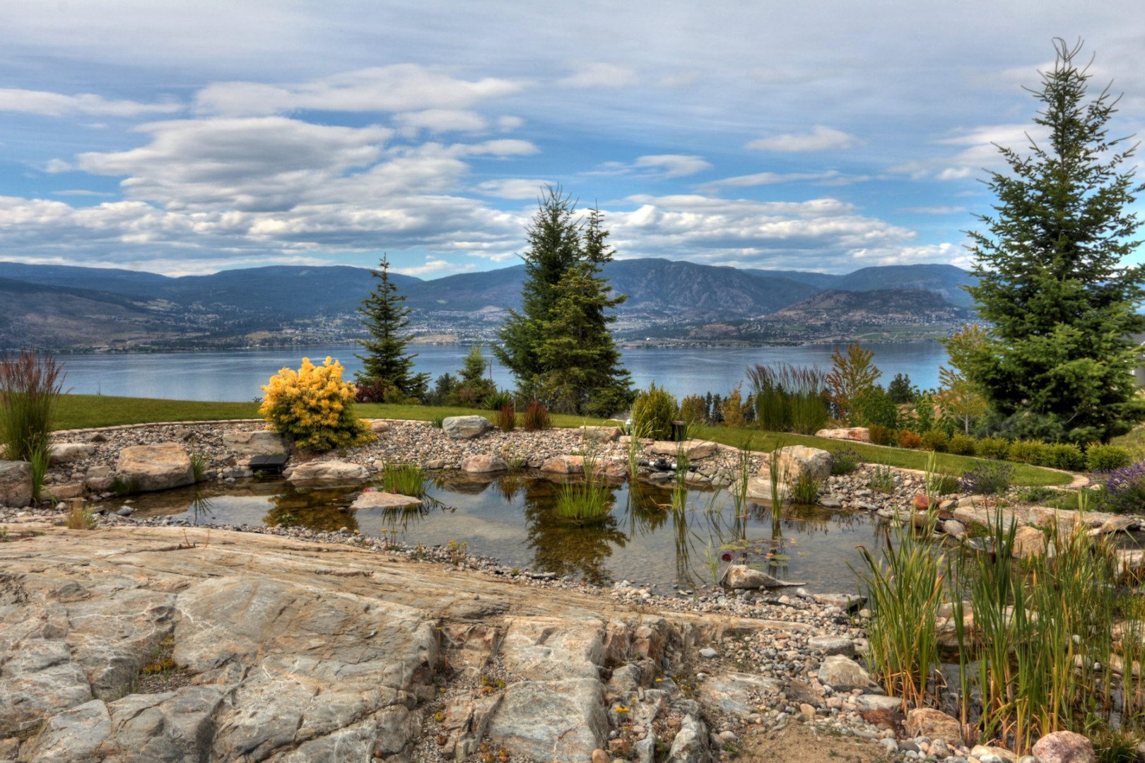 Luxury estate acreage luxury homes for Landscaping rocks vernon bc