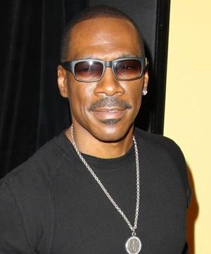 Eddie Murphy has threatened to relieve himself onstage at the Oscars if the big show's bosses don't give him an Academy Award for achievement soon.