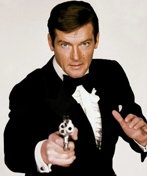 Daniel Craig, Pierce Brosnan and Sean Connery have paid tribute to their fellow James Bond actor Roger Moore following his death on Tuesday.
