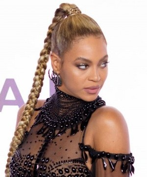 New mom Beyonce was the big winner at the BET Awards on Sunday.