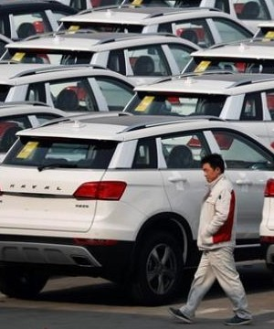 Chinese SUV maker Great Wall Motors is considering making a bid to buy Fiat Chrysler's Jeep unit.