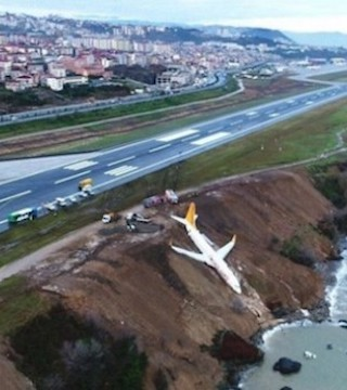 A large crane was used to lift a passenger plane that almost slid into the Black Sea back to solid ground.