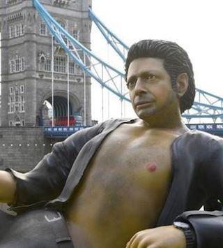 The 7.6-meter statue, depicts the actor in the reclining pose he made famous in