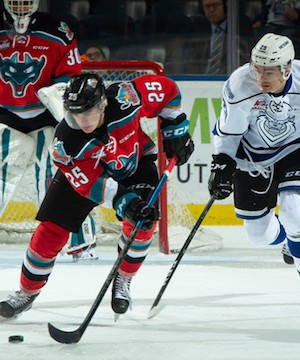 Kelowna Rockets split Vancouver Island road trip with Victoria Royals.