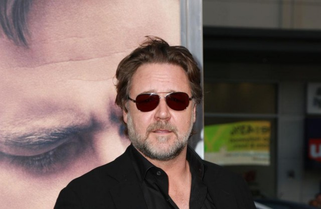 Russell Crowe Suffers Travel Disaster