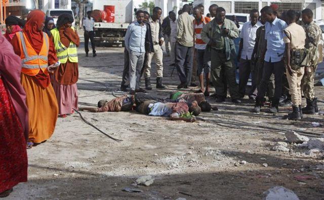 Somali gunmen take hostages, 14 killed