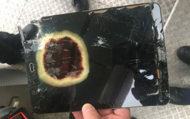 Samsung tablet overheats and forces diversion of flight into Manchester Airport