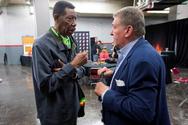 Hall of Famer Hawkins dies
