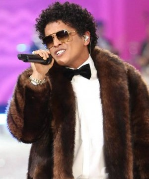 Bruno Mars looks set for success at the American Music Awards after bagging eight nominations on Thursday.