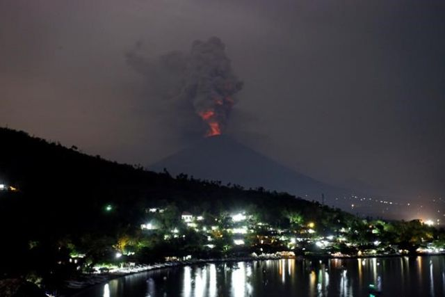 Mount Agung Erupts, I Gusti Ngurah Rai Airport Still Closed to Wednesday