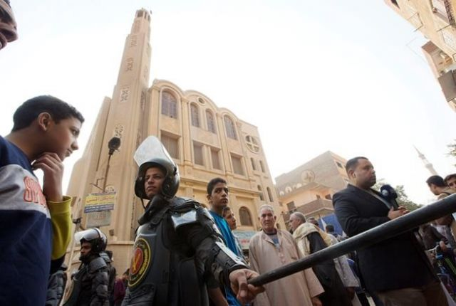 Civilians fire back against Helwan church attacker