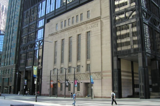 TSX pulls back from 1-month high as energy falls