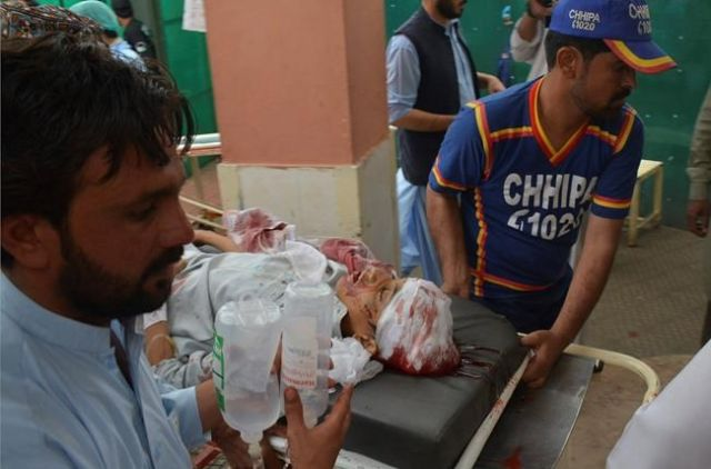 Pakistan blast kills 25,Deputy Chairman Senate injured