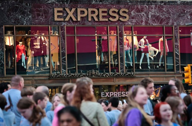 Express to close 17 Canadian clothing stores