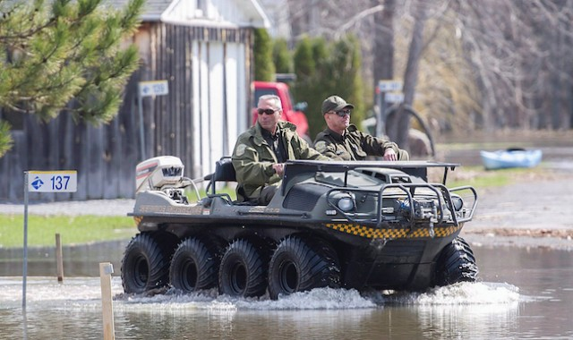 2 missing after vehicle drifts into river in Quebec floods