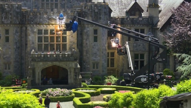 First Deadpool 2 Set Photo Has Ryan Reynolds Visiting X-Mansion