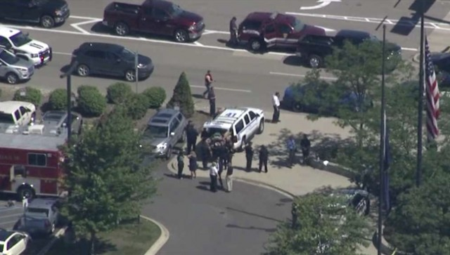 Police Officer Stabbed At Michigan Airport