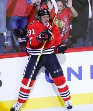 A severe reaction to medication for a skin disorder has put Chicago Blackhawks winger Marian Hossa's career in doubt.