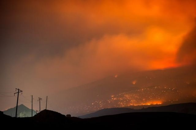 2000 firefighters battle wildfires in Canada
