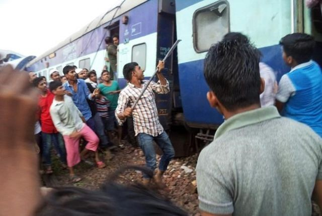 At least 20 dead after Indian train derails in Uttar Pradesh
