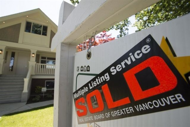 Canadian consumers pile on debt but mortgage delinquencies fall