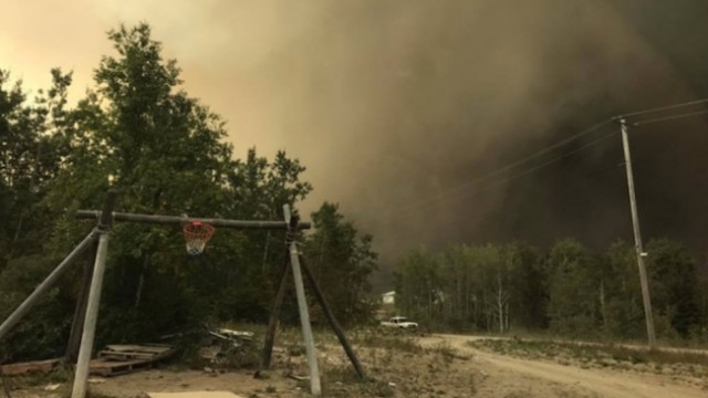 Evacuation order issued for three northern Manitoba First Nations over fire