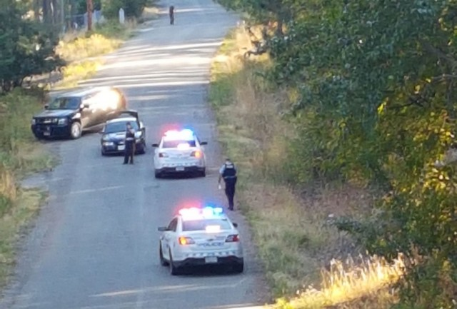 Police manhunt in West Kelowna