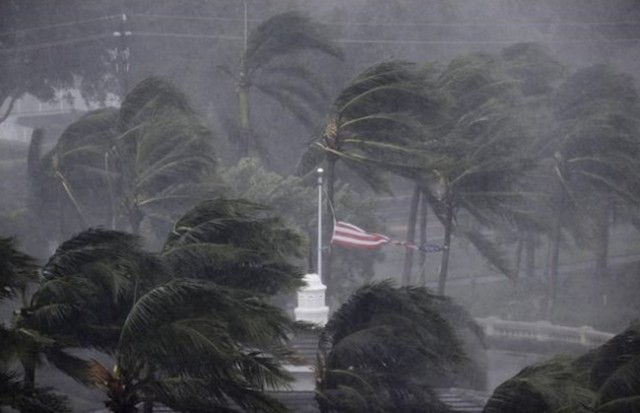 Hurricane Irma roars through Florida