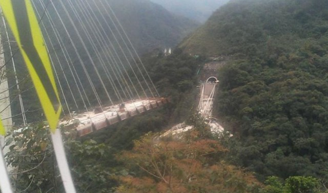 Collapse of Colombian bridge leaves 9 workers dead