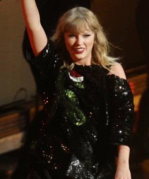 An obsessed Taylor Swift fan has been charged with stalking and violating his lifetime restraining order for allegedly threatening her family in emails.