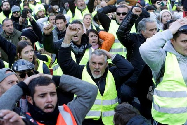 Yellow Vest protests are 'catastrophe' for French economy & business
