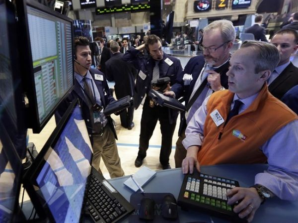 Dow plunges amid worries over trade