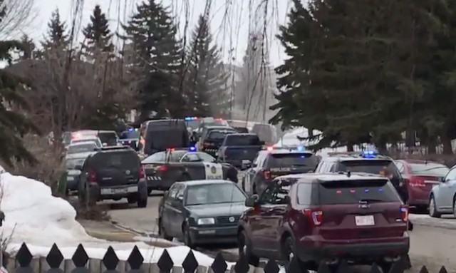 Police officer seriously hurt, suspect dead after shooting in Calgary