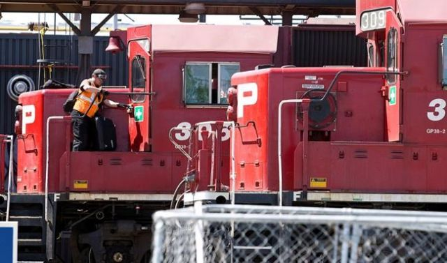 CP Rail union formally serves strike notice