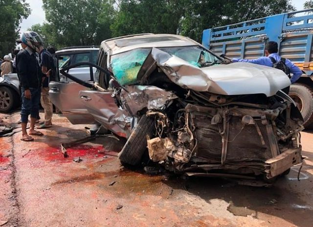 Cambodian prince injured, wife killed in head-on road crash