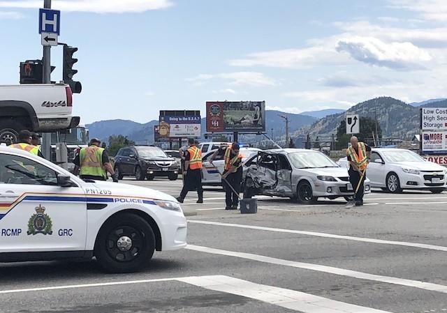 One hurt in Parkway crash - Penticton News - Castanet net