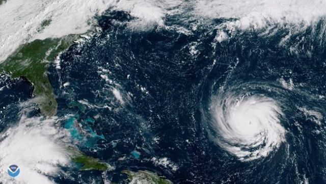 'Extremely dangerous' Hurricane Florence is now packing winds of 220 km/h
