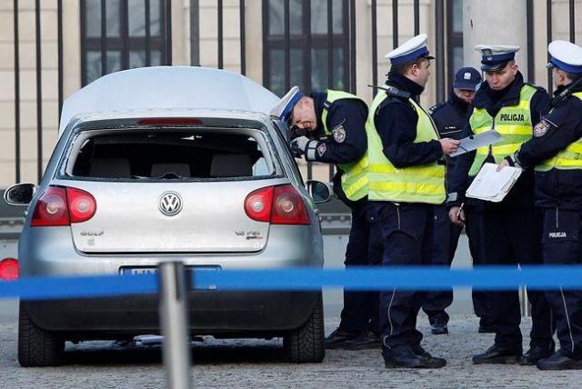 Car rams palace gate - World News - Castanet net