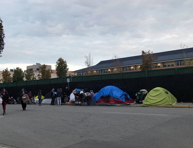 Leon Ave becomes tent city - Kelowna News