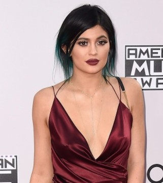 Reality TV star Kylie Jenner is selling a stake of her beauty business.