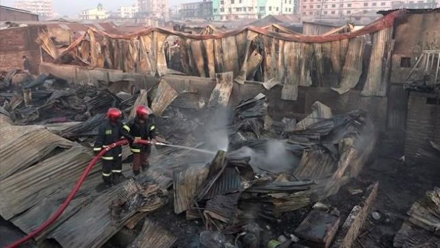 Slum fire kills at least eight in Bangladesh