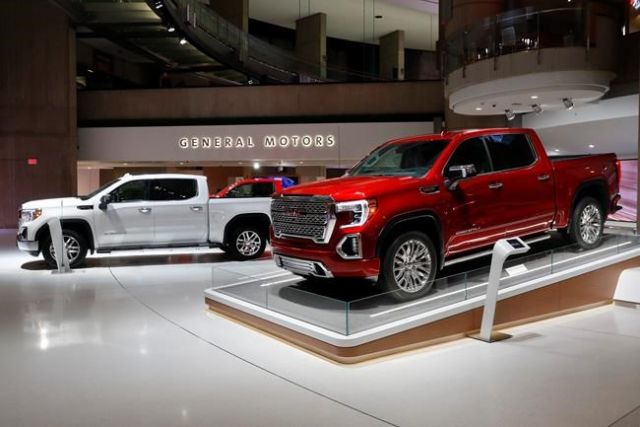 US  pickup trucks, crossovers help GM swing to quarterly profit