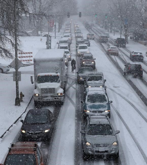 Snow to arrive late Sunday in DC, could impact Monday morning commute