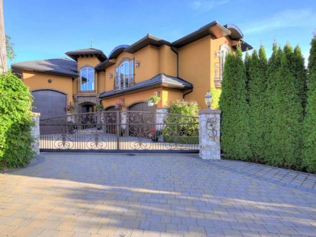 Prime level lakeshore home - Luxury Homes