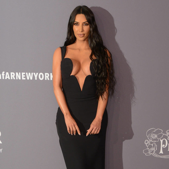 Kim Kardashian explains her freaky  bathroom sinks after the Internet freaks out