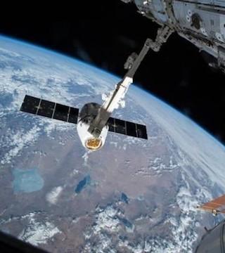 Astronaut's 'cosmic catch' - Canada News - Castanet net